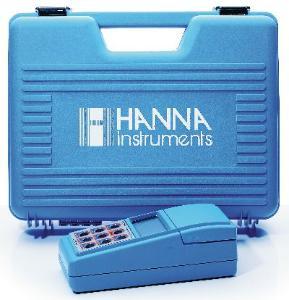 Handheld turbidity and chlorine meter